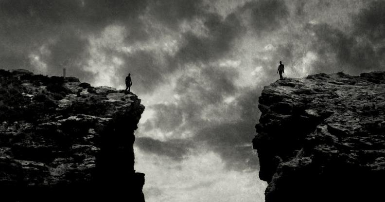 Twee grote cliffs die onbereikbaar jeugdtrauma oplossen met hypnose
